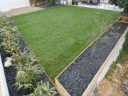 Fressac-apres-jardinieres-gazon